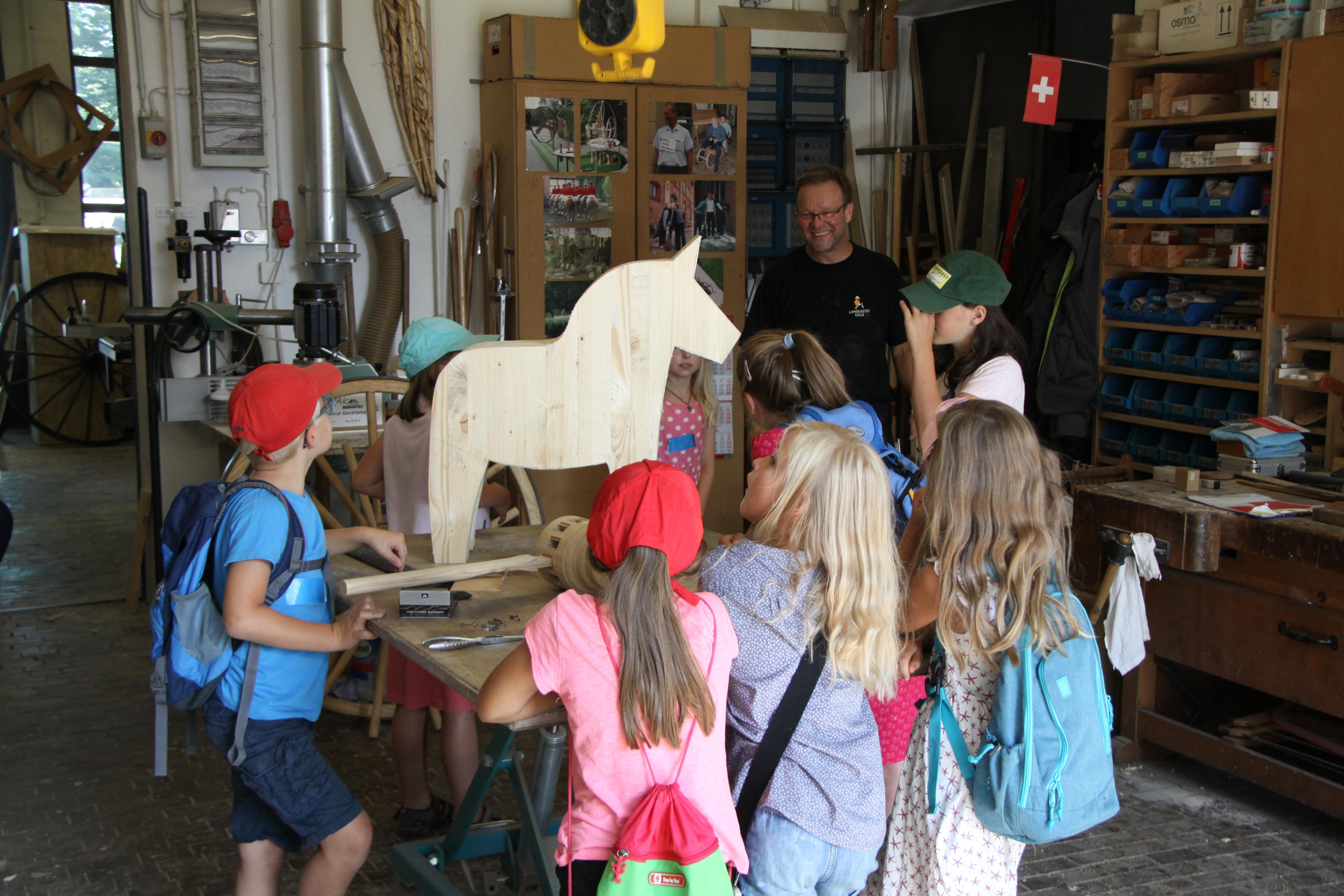 Zwei Ferienpassaktionen Hat Das Landgestut Celle In Diesem Jahr Angeboten Rund 40 Kinder Haben Sich Insgesamt Angemeldet Und Sind Die Pferdewelt